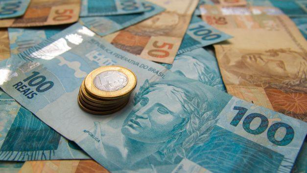 A Selic caiu para 4,25% ao ano, como isso impacta o seu bolso?